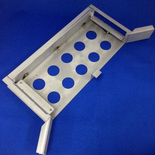 ガラリ補強(板金加工、プレス加工、タップ、溶接、脱脂洗浄、メッキ鋼板)