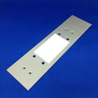 ドアクローザー補強(プレス加工、タップ、脱脂洗浄、両面テープ貼り)